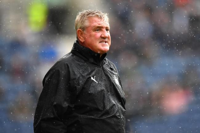 Newcastle boss Bruce hopes returning striker Carroll can recapture