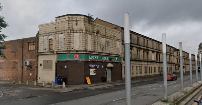 The incident happened in the car park outside the Lucky Break snooker club in Glasgow Road