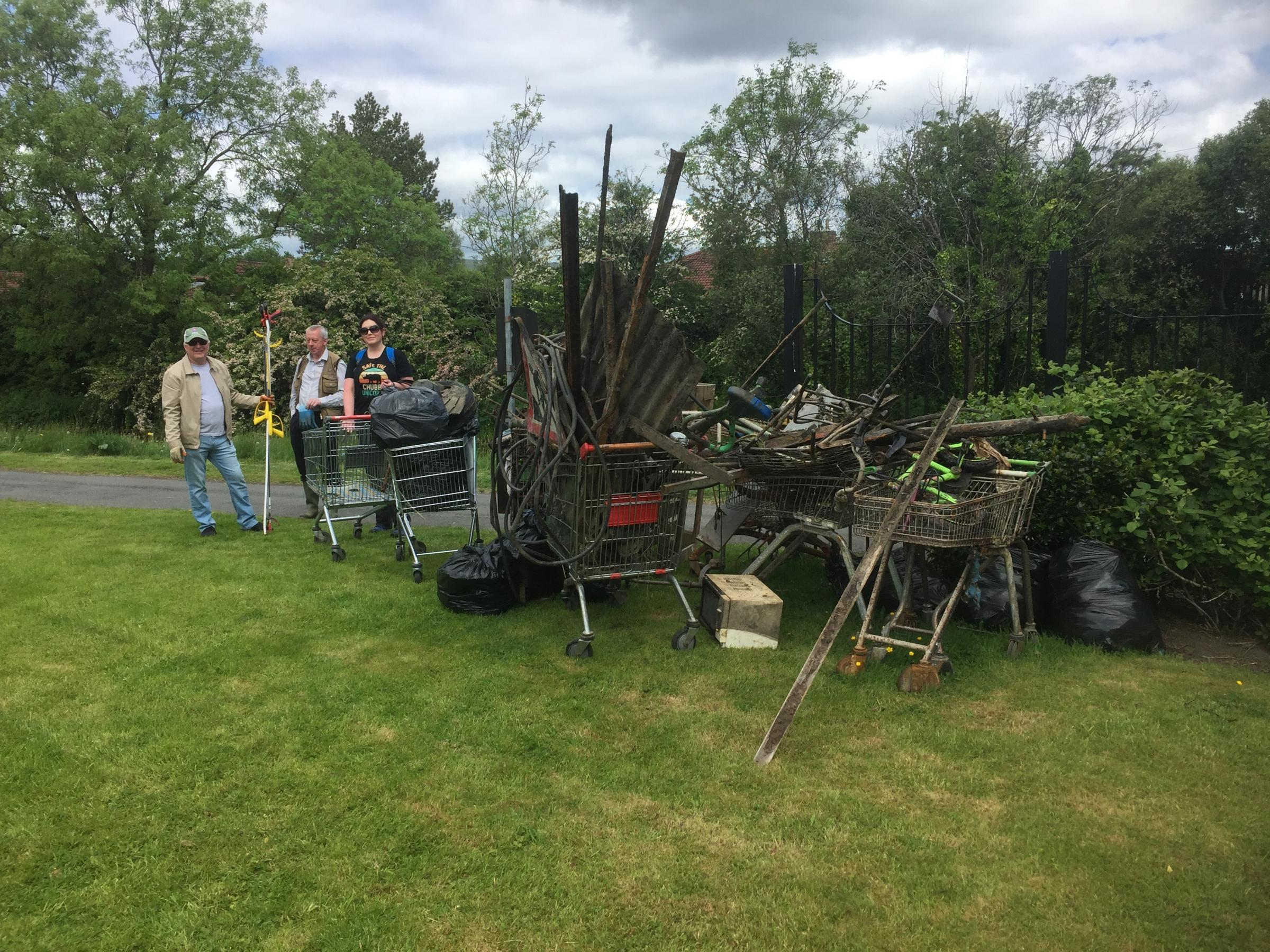 Linnvale Community Greenspace Team step up their effort to keep Clydebank tidy