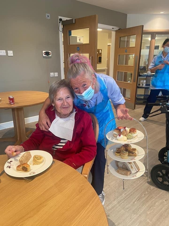 Tea and cakes go down a storm at Kingsacre care home with Duntocher residents