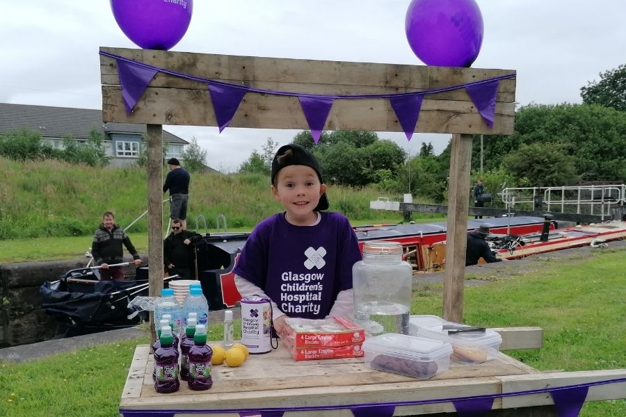 Whitecrook Charlie, 6, gets fizz-ical with lemonade stand to help Glasgow Children Hospital charity