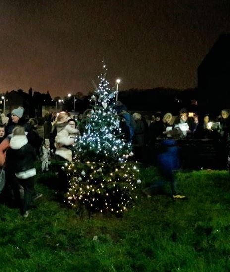 20 Ft Christmas Tree.Duntocher Community Celebrate Their New Christmas Tree
