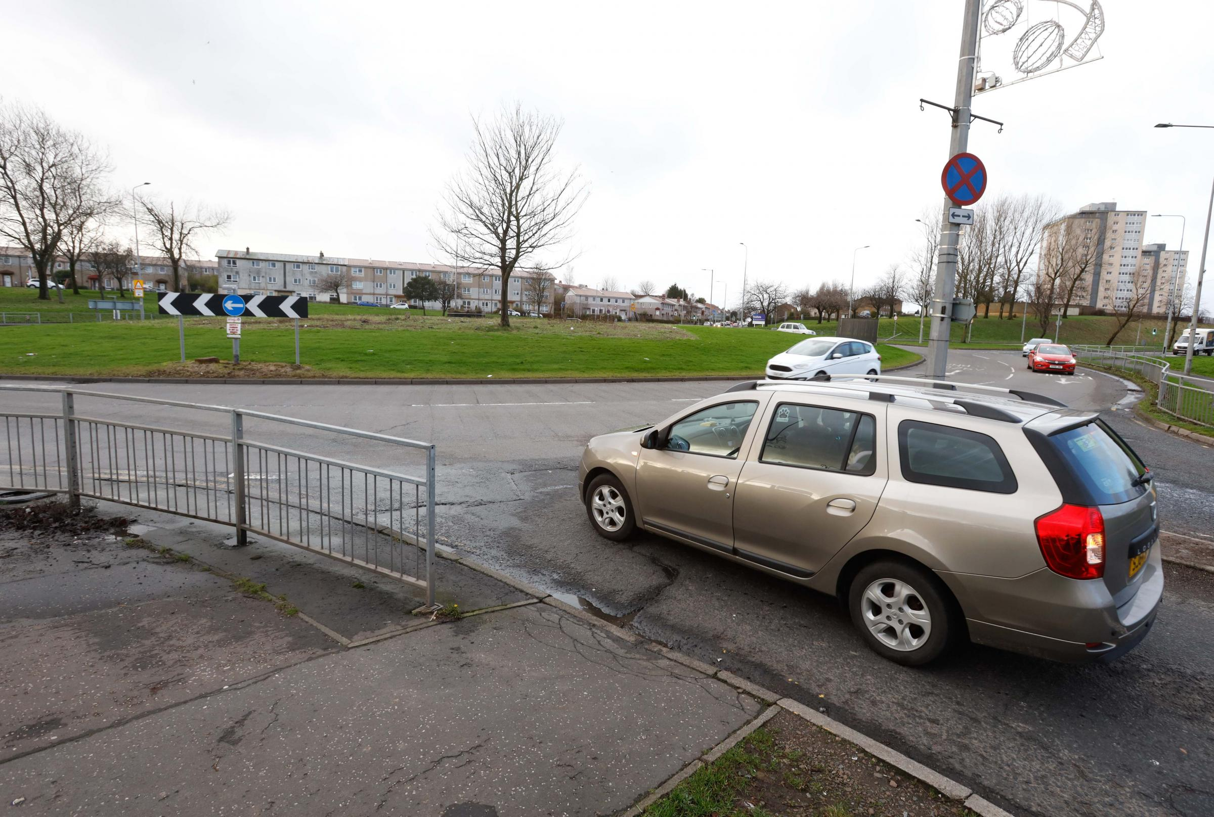 Drumchapel councillors are calling for West Dunbartonshire Council to back their plight to have traffic lights installed at Drumry roundabout on Great Western Road.